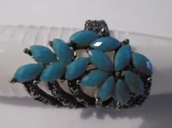 Gyűrű türkiz színű kövekkel