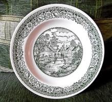 Zöld fajansz tányérok