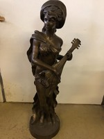Mandolinos hölgy bronz nagy