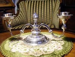 Ünnepi, vintage, ezüstözött, elegáns kétkarú gyertyatartó, az ünnepi hangulat fokozására