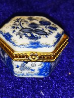 Régi porcelán dobozka