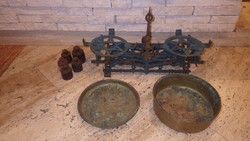 Réz tányéros antik mérleg súlyokkal
