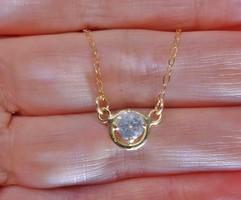Gyönyörű  0.43ct gyémánt 18kt arany nyakék