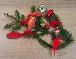 Régi üveg madár karácsonyfadísz 4-db+2-db régi beszívott és egy piros kocka egyben eladó