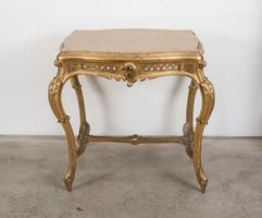 Aranyozott asztal márványlappal