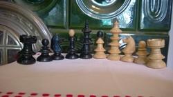 Újszerű  Esztergált  sakkfigurák tábla nélkül 2x16 db m 4,5/6 cm