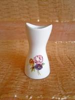 Aquincumi porcelán váza virág mintával