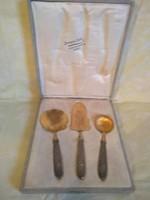 Ezüst nyelű, aranyozott süteményes készlet dobozban.