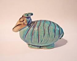 Vertel Andrea munkája, festett kék kerekded birka