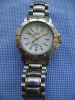 Lorus by Seiko szép arany acél, jól látható számlappal.