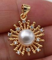 18K arannyal töltött (Gold Filled) fehér gyöngyös és CZ kristályos medál