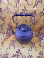 Régi teáskanna vörös rézből, fa fogantyúval
