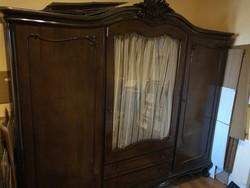 Barokk stílusú szekrény