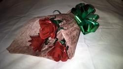 Kovácsoltvas piros rózsa csokor kézzel készített