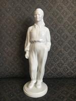 Herendi munkás nő - szocreál szobor, Herczeg Klára tervezte