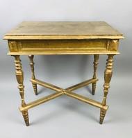 Antik arany színű esztergált lábú asztal