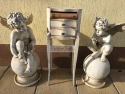 Provence bútor, antikolt fehér Barokk éjjeli szekrény.