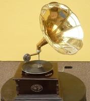 Csodás, antik gramofon, működőképes állapotban eladó!