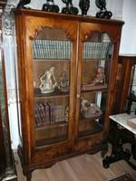 Körbe üveges, topolya intarziás antik kecses bécsi barokk könyvszekrény / vitrin