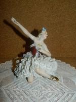 Unterweissbach porcelán csipkeruhás balerina.