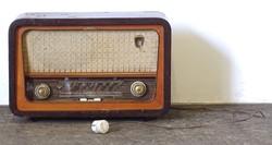 0U558 Régi elektroncsöves Szimfonia R946F V rádió