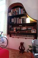 Zongora elefántcsont billentyű, fa, húrok, acéltőke alkatrésznek sérült hangszer