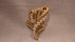 Trifari jelzett aranyozott gyöngyös bross