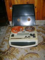 Retro TESLA B42 szalagos magnó, orsós magnetofon