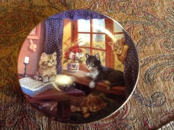Porcelántányérra festett , szignózott cicás kép