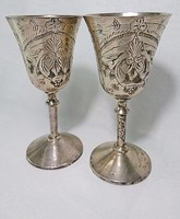 2 db régi vésett ezüstözött talpas fém poharak.