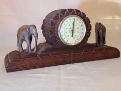 Asztali hőmérő, kézzel faragott fa