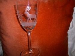 Csiszolt erdőjelenetes üveg kehely