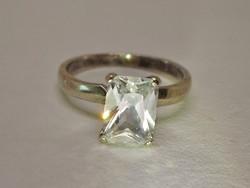 Csodálatos modern fehér köves ezüstgyűrű