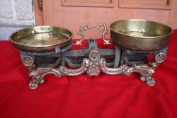 Régi vas figurális konyhai mérleg, Ajándék súlyok. Empire stilusú antik háztartási,üzlet dekoráció