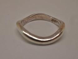 Szépséges hullámos ezüst gyűrű
