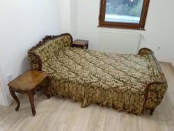 NeoBarokk hálószoba (francia ágy, éjjeli szekrény, fotel, szék, szekrény, kisasztal)