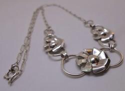 Gyönyörű virág motívumos ezüstnyaklánc
