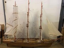 Óriás hajó