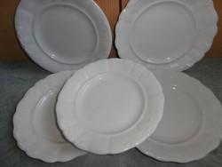 Zsolnay vastag falú paraszt tányérok  vegyesen