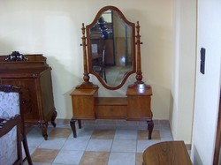 Fésülködő asztal, fésülködő tükör, nagyon szép és jó állapotban.