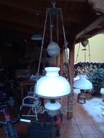 Menyezeti petróleum lámpa.