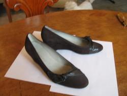 """Új """"Gennia"""" márkájú sbarna nubuk bőr teli talpas 37-es női alkalmi cipő bőr diszítéssel"""