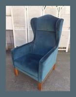Hatalmas,mutatós füles fotel,nagyon kényelmes..