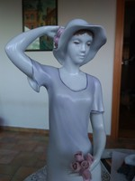 Hollóházi kalapos hölgy I. osztályú