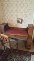 Antik íróasztal oldalsó könyvpolcokkal