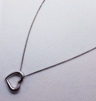 Szív alakú ezüst medál és nyaklánc