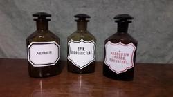 Antik gyógyszeres üvegek
