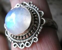 925 ezüst gyűrű, 18,3/57,5 mm, szivárványos holdkővel