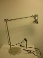 Alumínium asztali lámpa...állítható tetszőlegesen.