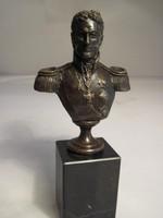 General Romanov bronz szobor